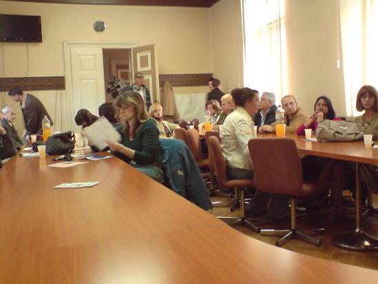 Udruzenje zena Pescanik - Okrugli sto o povezivanju Institucija i predlogu potpisivanja protokola o saradnji u situacijama nasilja nad ženama