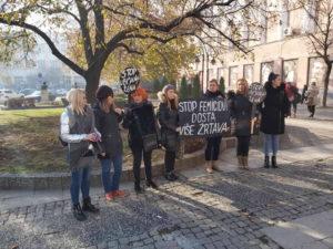Protestno stajanje u Kruševcu povodom Međunarodnog dana borbe protiv femicida